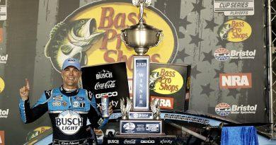 NASCAR Bristol: Harvick holds off Busch for victory - NASCAR