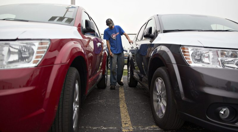 Fiat Chrysler and GM's 3Q auto sales fall from last year, but demand improves