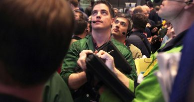Treasury yields fall as traders weigh U.S. coronavirus stimulus prospects