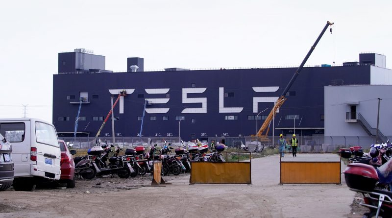 Tesla is reportedly shipping 7,000 made-in-China cars to Europe