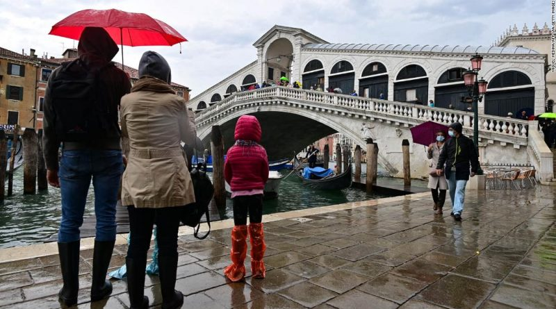Venice holds back the water for first time in 1,200 years