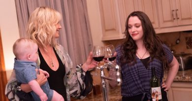 'Friendsgiving' Review: Dysfunction With All the Trimmings