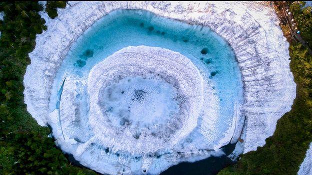 BBC - Travel - A mysterious phenomenon in Japan's Kagami Numa lake