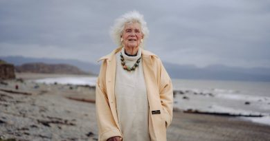 Jan Morris, Celebrated Writer of Place and History, Is Dead at 94