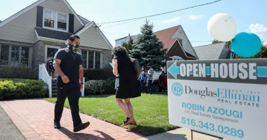 October pending home sales fall, as high prices take toll on buyers
