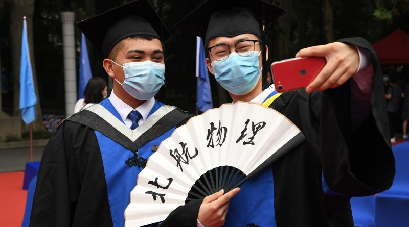 As China's economy picks up, new university grads are still looking for jobs