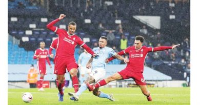 Leicester grab top spot, Liverpool held