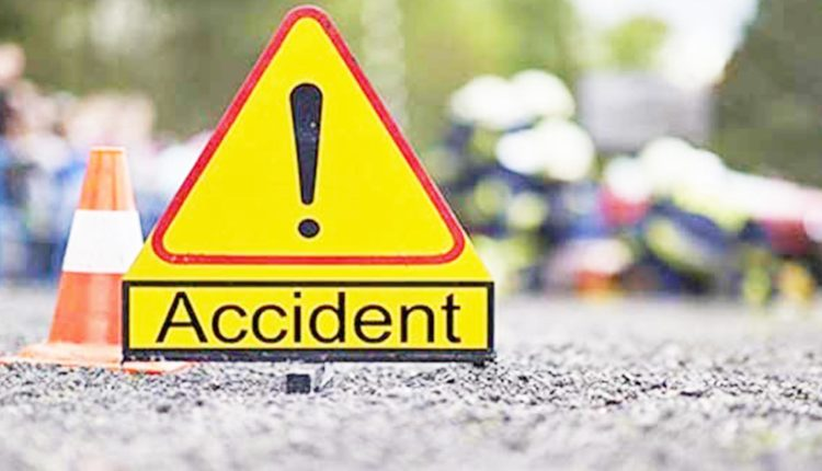 Teenager killed as bus hits mahendra in Bhola  – Countryside – observerbd.com