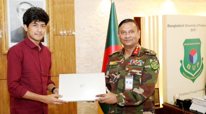 BUP VC gives laptop to int'l children's prize winner Sadat  –  Education – observerbd.com