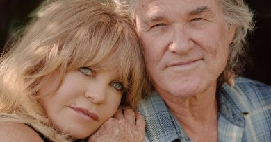 Kurt Russell and Goldie Hawn, a.k.a. Mr. and Mrs. Claus