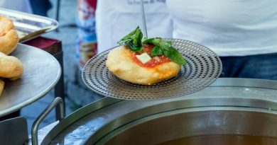 BBC - Travel - Italy's beloved 'fried pizza'