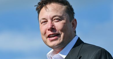 Optimistic investors see Tesla's Elon Musk as next Steve Jobs