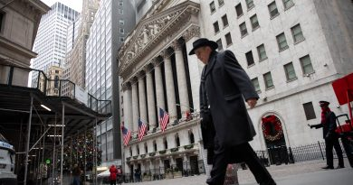 Treasury yields fall amid fears of new coronavirus strain
