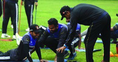 Dhaka eye berth in playoffs