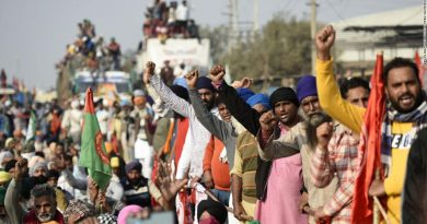 India farmers protests: Thousands swarm Delhi against deregulation rules