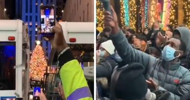 Rockefeller Center Tree Lighting Draws Packed Crowd But COVID Plan May Have Backfired