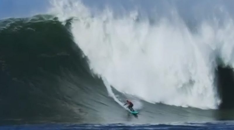 Crazy 50-Foot Wave at Mavericks and Surfer Peter Mel Owns it