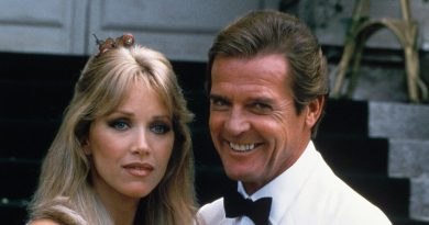 Tanya Roberts, a Charlie's Angel and a Bond Girl, Is Dead at 65