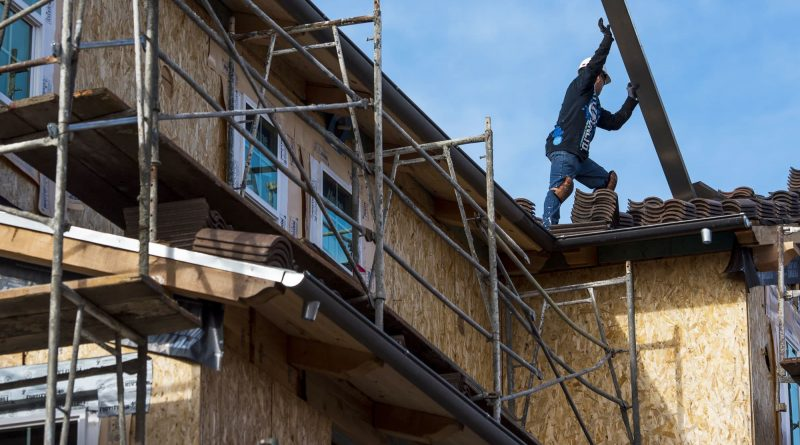 Spike in lumber and land prices causes homebuilder confidence to fall