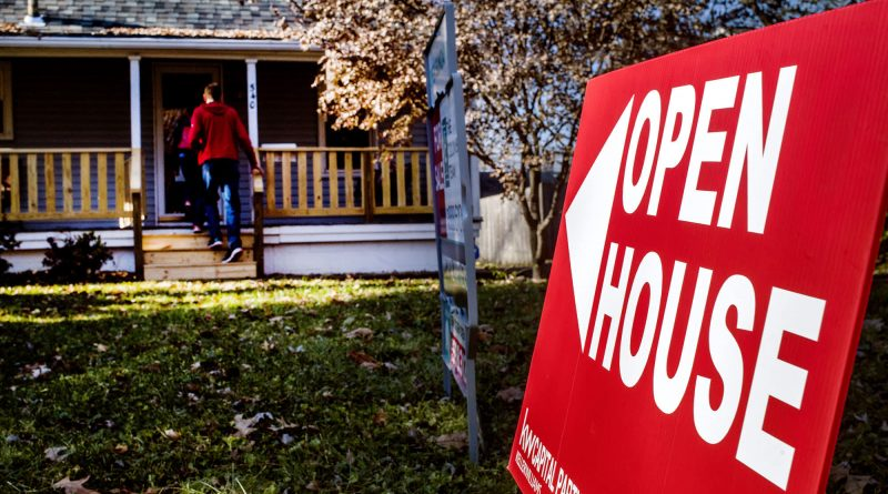 Mortgage refinance demand pulls back as interest rates rise