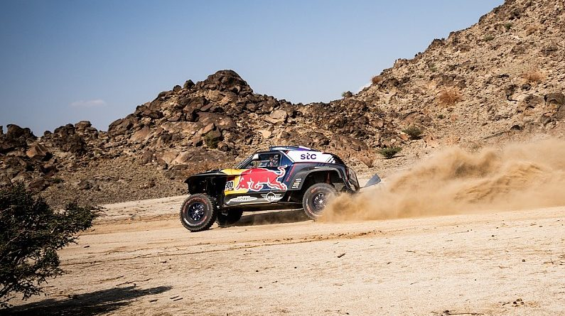 Sainz leads first stage of 2021 Dakar, Loeb loses 24 minutes | Dakar News