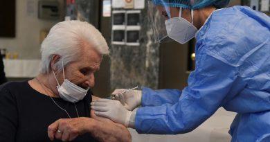 Holocaust survivors get COVID vaccine on Auschwitz liberation day | Coronavirus pandemic News