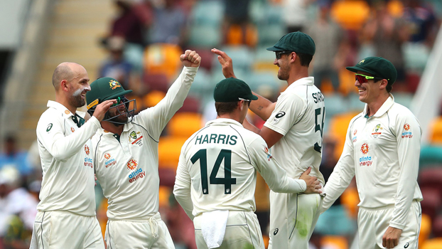 Aussies take advantage  despite India's fightback