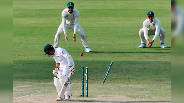 South Africa roar back on 14-wicket opening day
