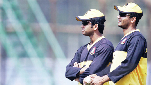 Mashrafee wishes friend Razzak for his new role