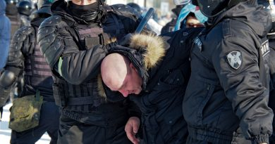 Russia cracks down on protests against Navalny's arrest | Human Rights News