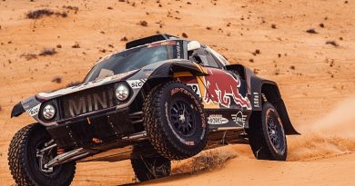 "Peterhansel ""really lucky"" to finish Dakar Stage 7 after double mechanical issue 
